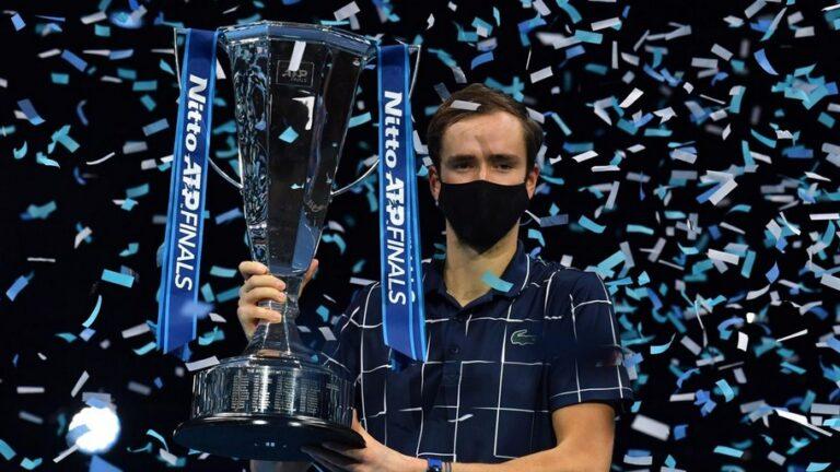 Daniil Medvedev vô địch Nitto ATP Finals 2020 với thành tích vô tiền khoáng hậu