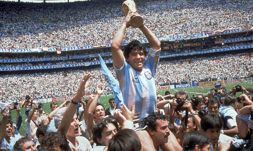 Huyền thoại bóng đá Diego Maradona qua đời ở tuổi 60 tại nhà riêng
