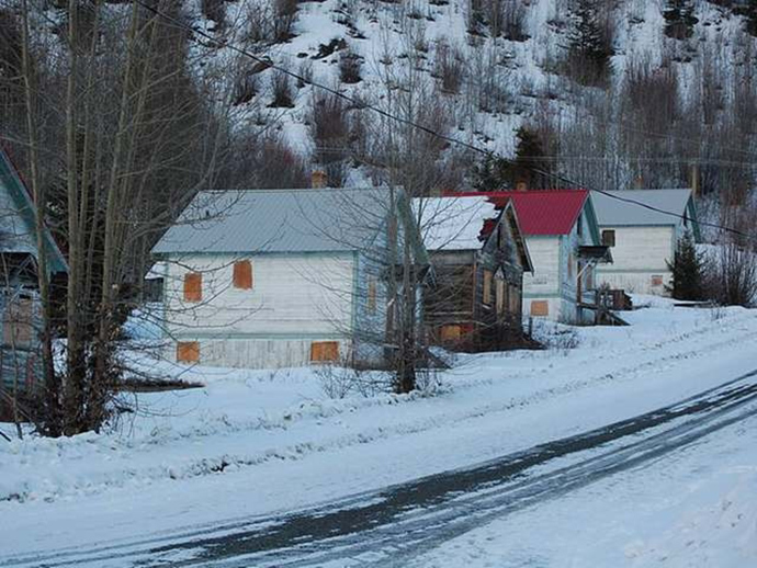 Thị trấn ma dưới lòng hồ ở Canada