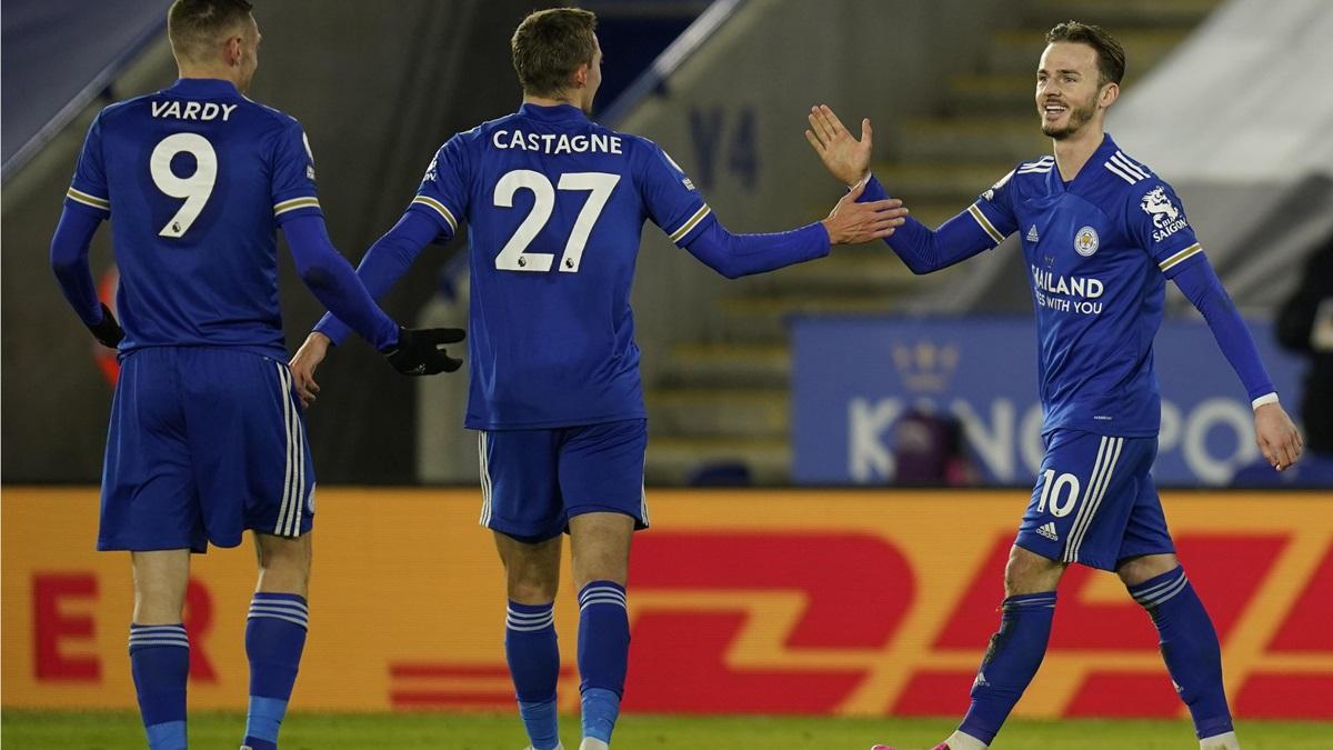 Leicester tạm giữ ngôi đầu sau trận thắng Chelsea