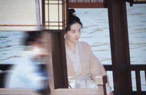 Lưu Diệc Phi hé lộ tạo hình xinh xỉu xuất hiện cùng Trần Hiểu tại hậu trường Mộng Hoa Lục