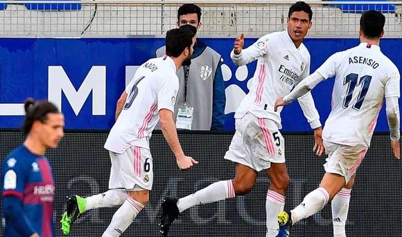 Hậu vệ tỏa sáng giúp Real lên nhì bảng