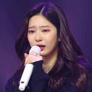 12 thành viên IZ*ONE khóc không ngừng tại concert cuối cùng của nhóm
