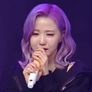IZ*ONE khóc tan rã
