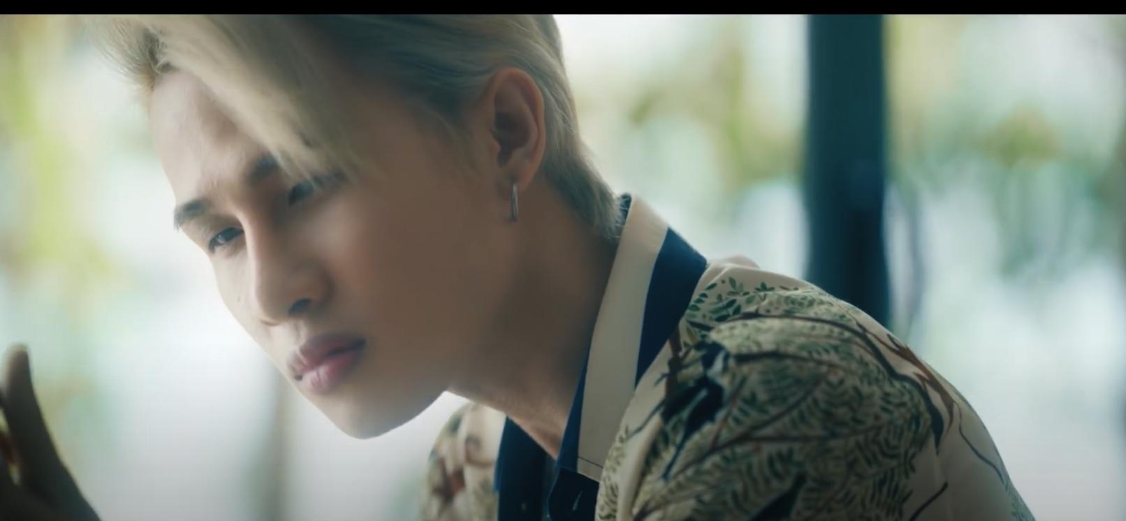 """Jack bất ngờ đánh úp fan teaser MV """"LLL"""" chất lừ với tóc bạch kim và cảnh đấm đá giang hồ"""