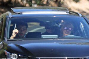 Người hâm mộ tràn xuống đường yêu cầu quyền tự do cho Britney Spears
