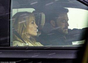 """Sau 19 năm, nữ hoàng nhạc Latinh Jennifer Lopez muốn kết hôn cùng """"Người dơi"""" Ben Affleck"""