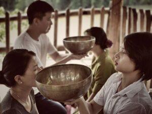 Chuông xoay Tây Tạng - phương pháp trị liệu sức khỏe tinh thần giúp xua tan bất an lo lắng trong bạn