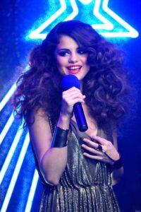 """Hé lộ khối tài sản khủng của Selena Gomez - tình mới của """"Đội trưởng Mỹ"""" Chris Evans"""